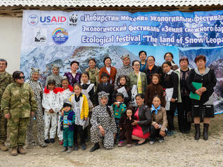 villagers help snow leopards