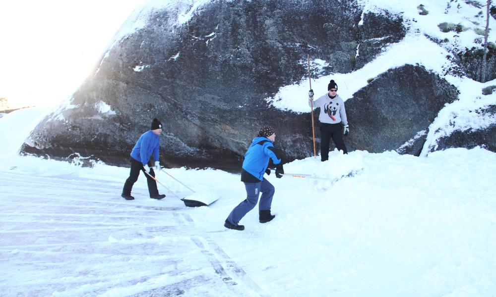 Volunteers making snowbanks