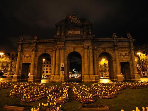 Puerta de Alcalá during Earth Hour in Madrid